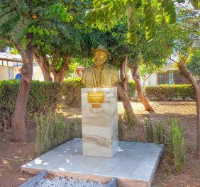 Manolis Rassoulis Statue